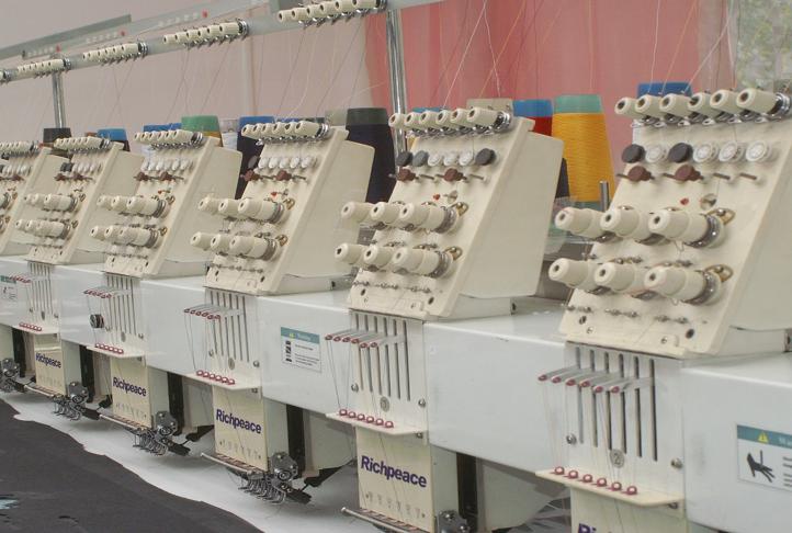 машина за бродиране на облекла